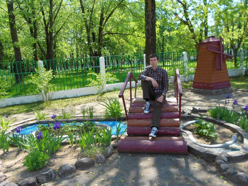 Daniel sits atop of a bridge placed in the smart therapy garden he organized, planned, and implemented in a child rehabilitation center in Svetogosk, Belarus.