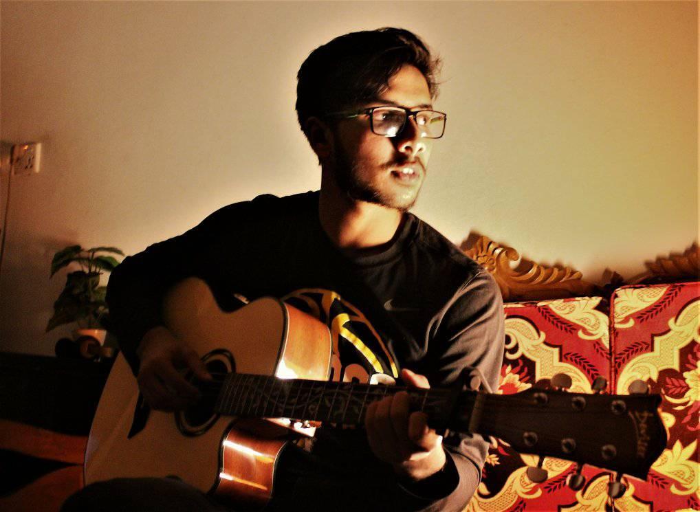 World Link alum Shadman Ornab '17 (Bangladesh/IA) with his guitar.