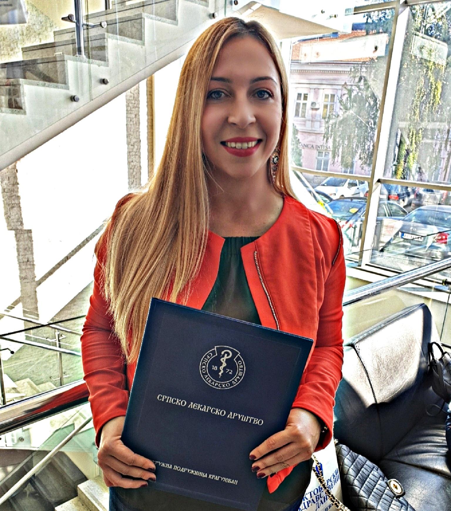 Valentina with Clinical Center Award.