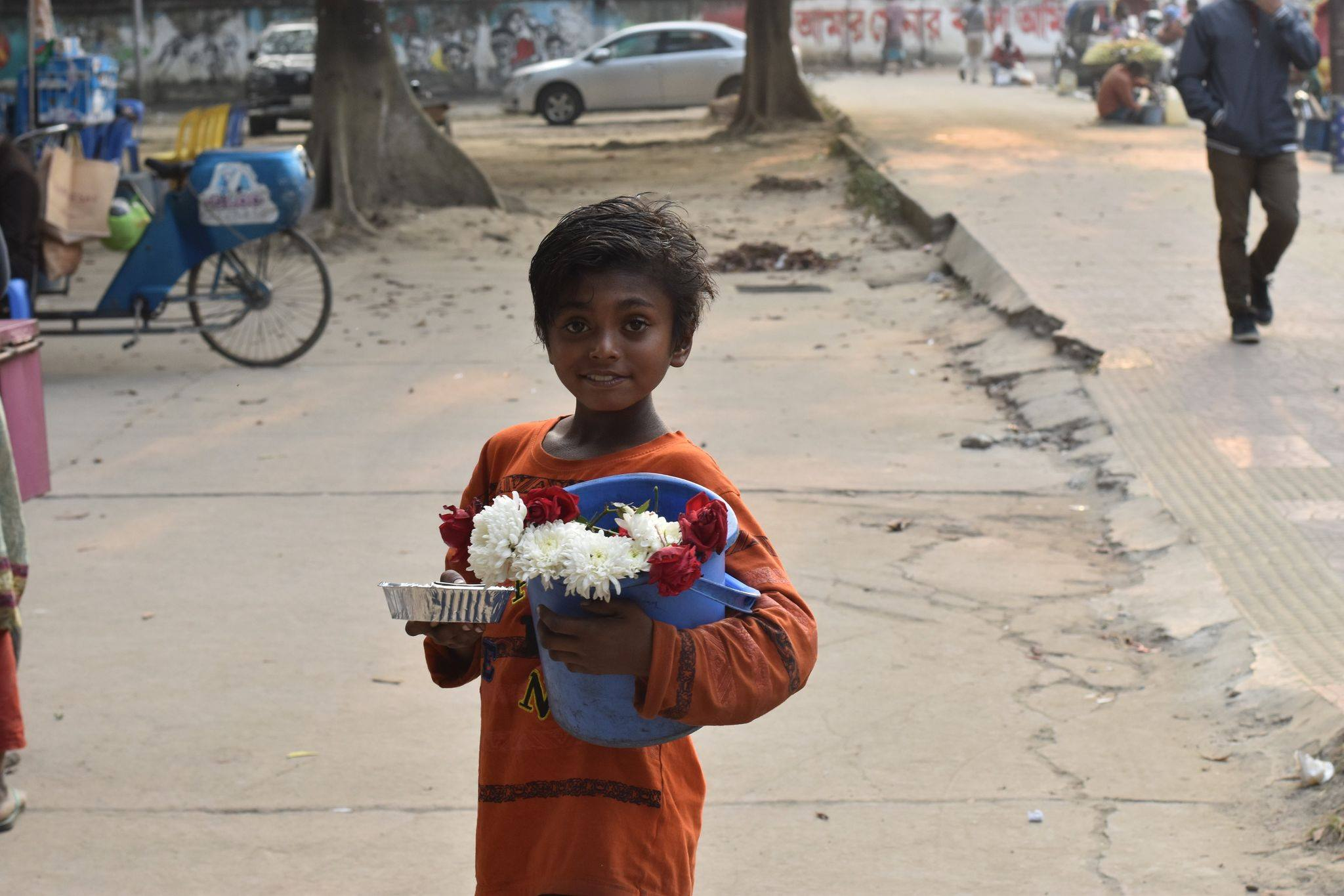 A child smiling after Ashfiya gifted him some of her kindness cookies.
