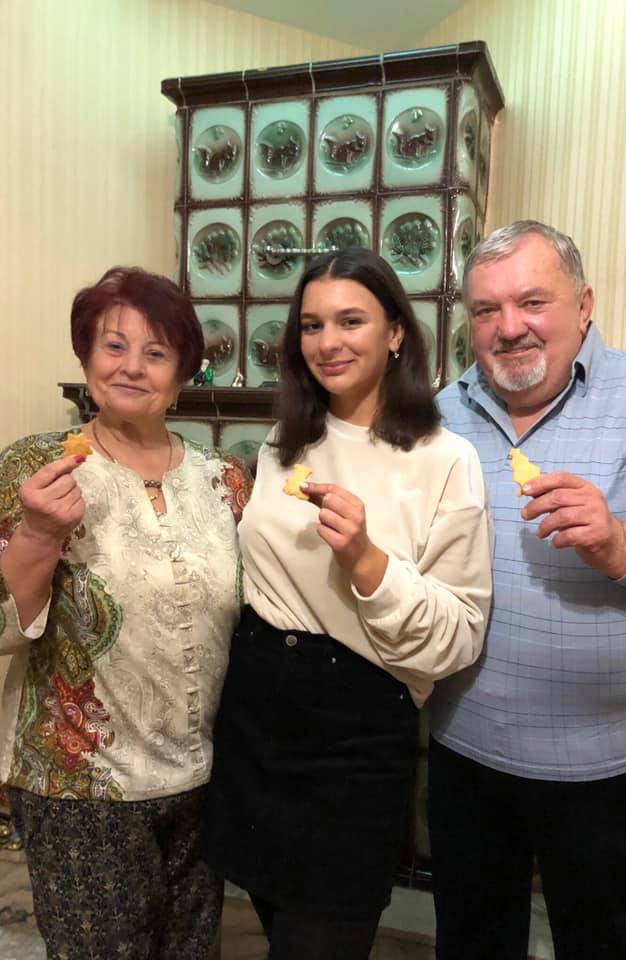 Bohdana with her parents enjoying some Kindness Cookies.